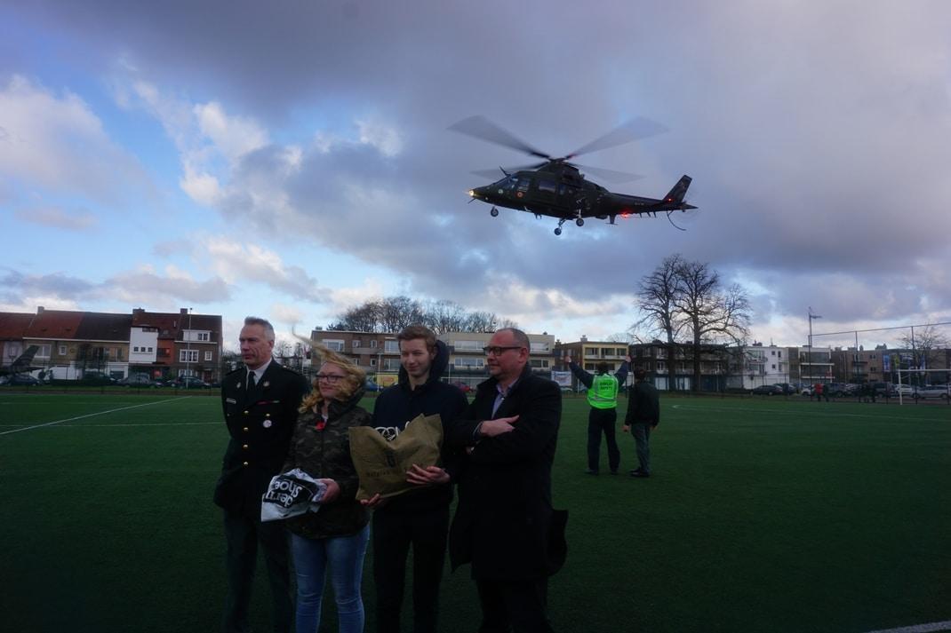 Helicopter Belgian Air Force landt op terrein KTA Brugge